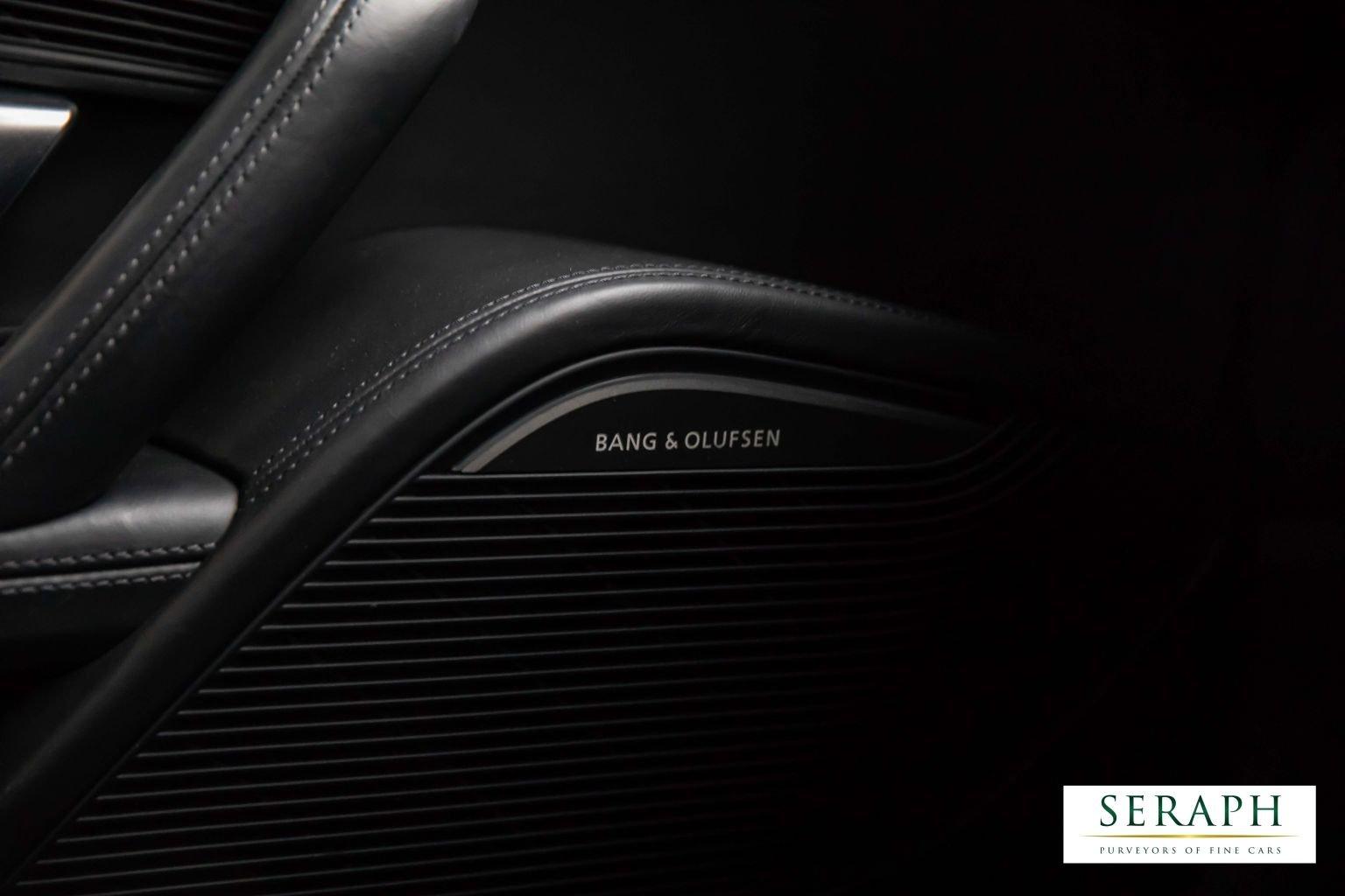 Audi R8 5.2 FSI V10 CoD Plus S Tronic quattro 2dr Coupe